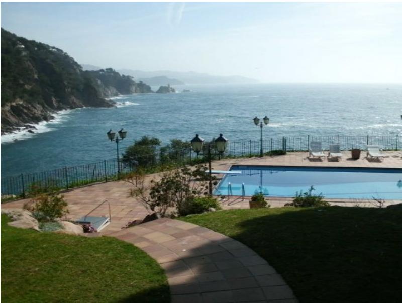 Haus an Costa Brava an erster Linie am Meer nähe Barcelona kaufen?